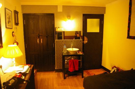 แอมบาสเดอร์ การืเด้น โฮม: our Deluxe room