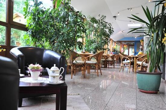 Akzent Hotel Alte Linde Wieling : Lobby With Winter Garden