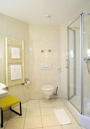 Servatius Hotel: Guest Bathroom
