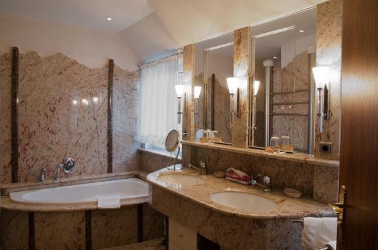 Hotel Cristal: Bath