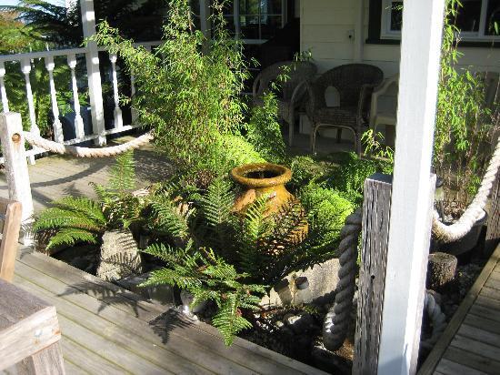Brantome Villa : Water feature on decking