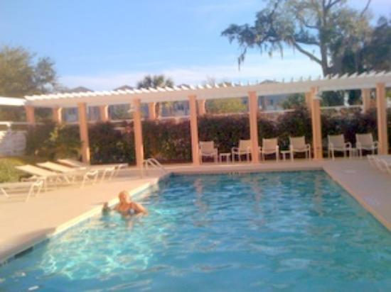 Residence Inn Charleston Downtown/Riverview: HEATED POOL