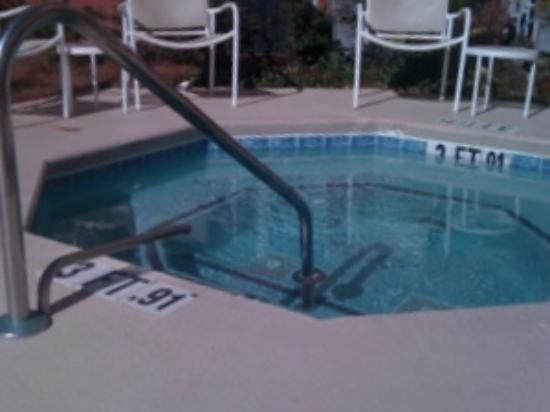 Residence Inn Charleston Downtown/Riverview: HOT TUB
