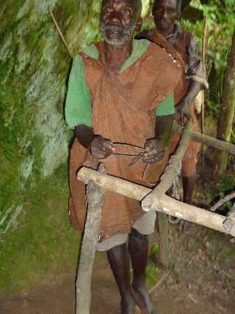 Bwindi Impenetrable National Park: Batwa elder