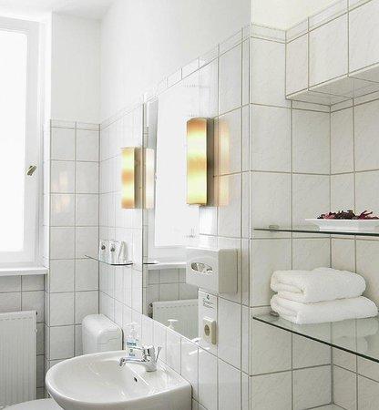 Hotel Drei Lilien: Bad