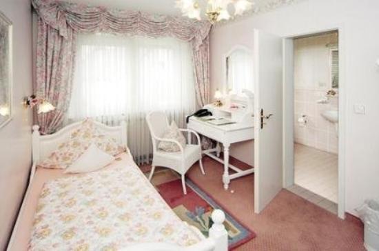 Ambient Hotel am Europakanal: Guest Room