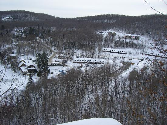 Auberge du Lac Morency: The view of the resort from the trails