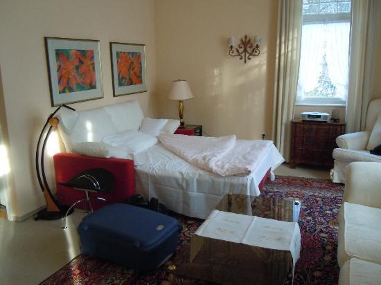 Villa Hedwig Appartementhaus: Wohnzimmer mit ausziehbarer Couch