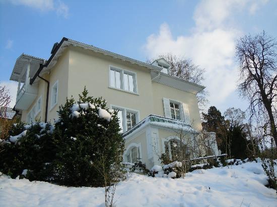 Villa Hedwig Appartementhaus: Seitenblick auf die Villa