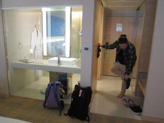 DoubleTree by Hilton Kuala Lumpur: kinky bathroom lol!