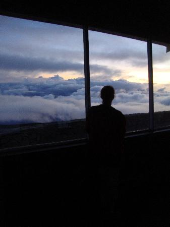 Haleakala Crater: The observation deck is warm and wind-free