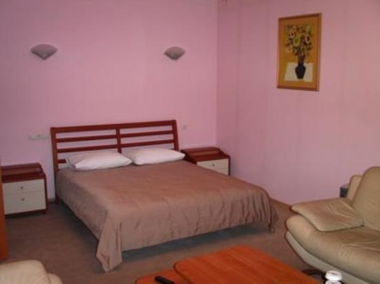 Ost west b b hotel samara rusland hotel anmeldelser for Media room guest bedroom