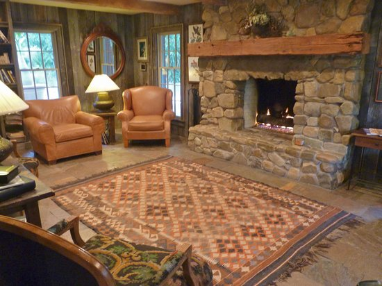The Inn At Chachalaca Bend Cozy Library With Fireplace For Chilly Evenings
