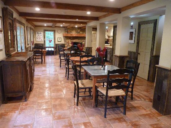 The Inn at Chachalaca Bend: Huge, spacious, beautiful breakfast area