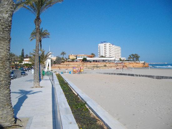 Provincia de Alicante, España: Hotel with La Mirada in the foreground
