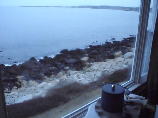 The Quarterdeck Inn by the Sea: View out our window looking at Rockport harbor