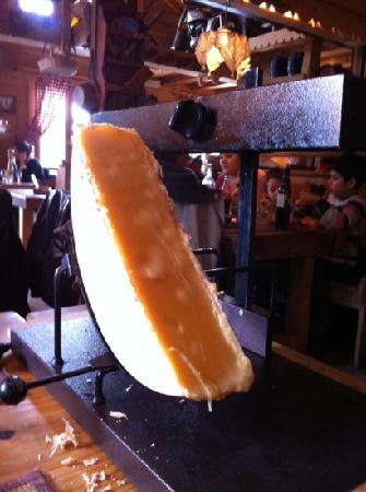 La table a raclette saint julien en genevois restaurant - La table a raclette ...