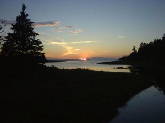 Little Shemogue Inn: A beautiful sunset from Log Point