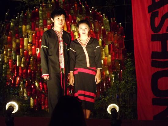 Ethnik Fashion Show : Costumes tradionnels
