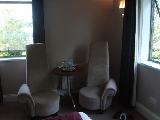 BEST WESTERN PLUS Centurion Hotel: strange but comfy chairs!