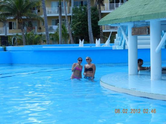 TRYP Cayo Coco: pool bar