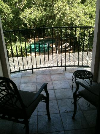 The Wildwood Inn: patio from our room overlooking pool