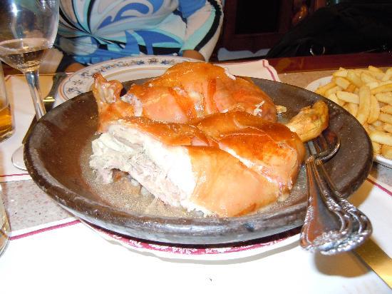 Asador de Aranda: servito a tavola.