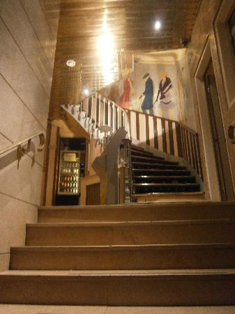 Hotel Montmartrois: Inside the hotel