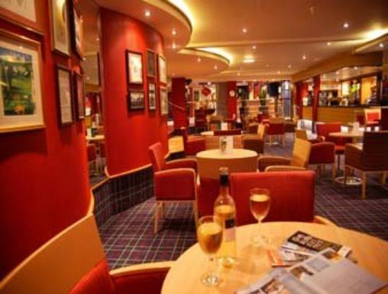 Mercure Bolton Georgian House Hotel: Sports Bar - Lounge