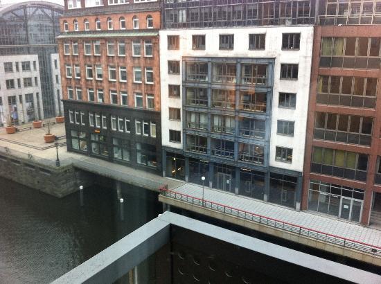Sofitel Hamburg Alter Wall: Sicht aus dem Zimmer
