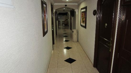 ‪‪Hotel Casino Plaza‬: Hallway 5th floor‬