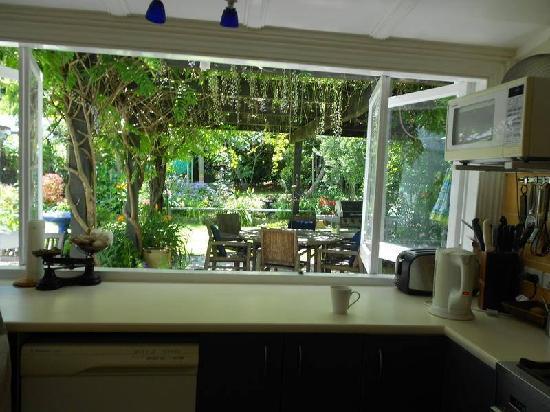 Arapohue House B&B: breakfast room