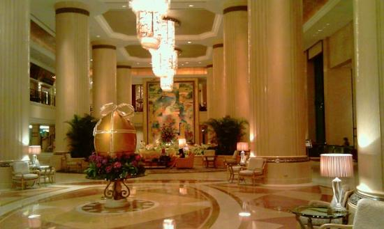 Shangri-La Hotel, Singapore: The foyer at easter time