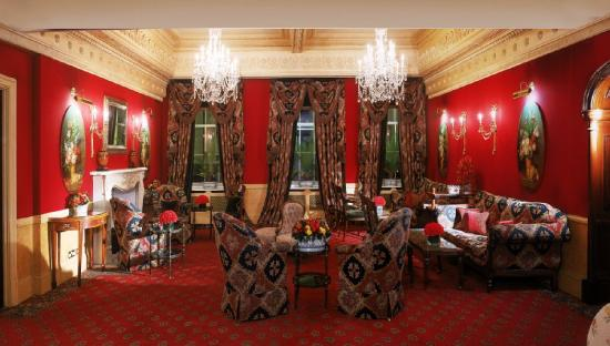 The Montague on The Gardens: Lounge