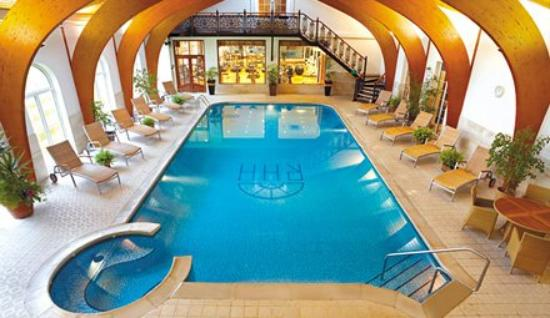 Rowton Hall Hotel: Pool