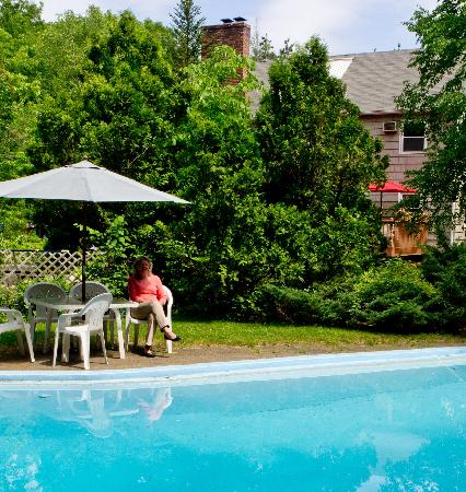Berkshire Hills Country Inn: Secluded pool