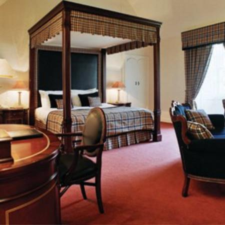 Airth Castle & Hotel: Guest room