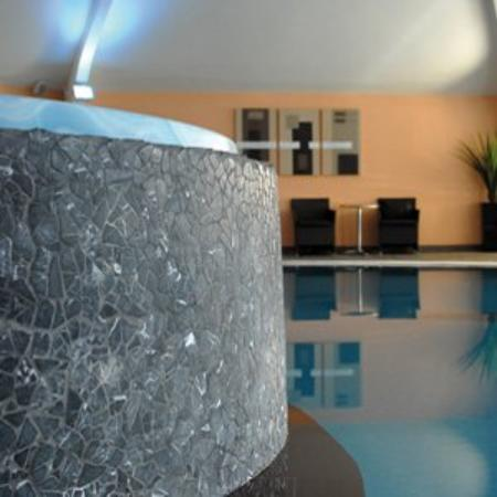 Airth Castle & Hotel: Pool view