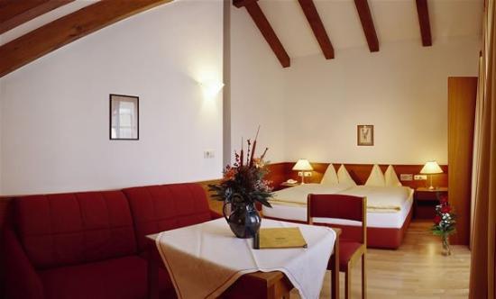 Hotel Weißes Kreuz: Guest Room