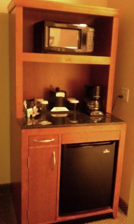 Hilton Garden Inn Columbia: spiffy kitchenette in room