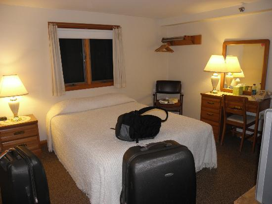 The Village Inn: Our room - very comfy