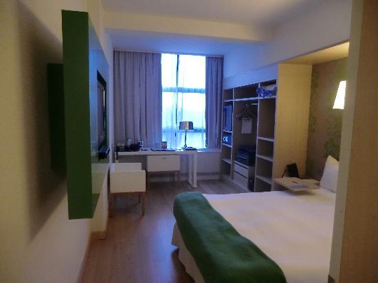 NH Amsterdam Noord: guest room