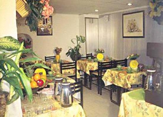 Plug-Inn Hostel: Dining