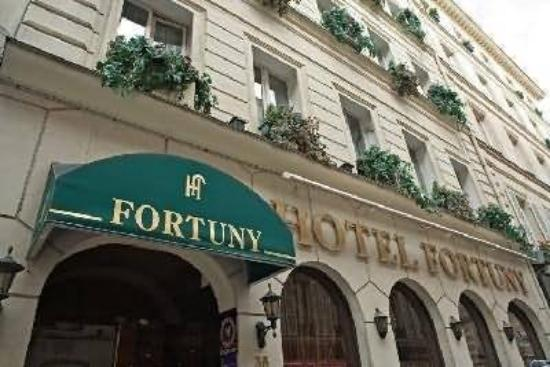 Hotel Fortuny: Exterior