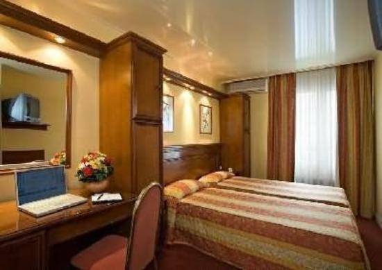 Hotel Fortuny: Guest Room