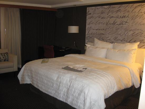 Le Meridien San Francisco: bed