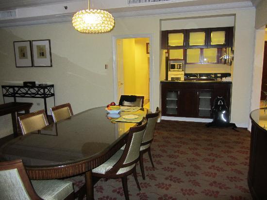 Ascott Makati: Dining & Kitchen