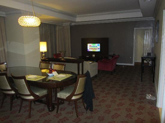 Ascott Makati: Dining & Living Room