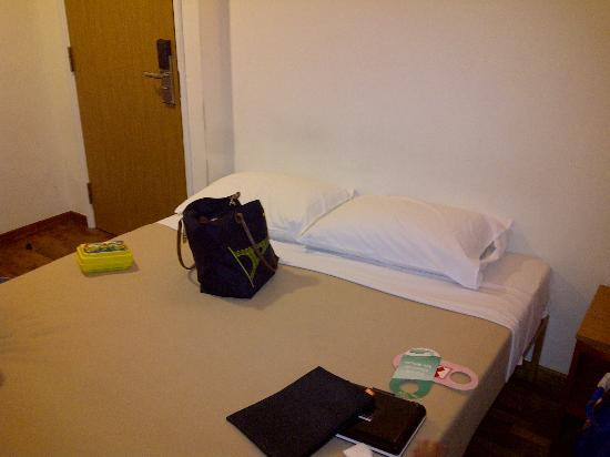 Arianna Hotel: the small double bed ;)
