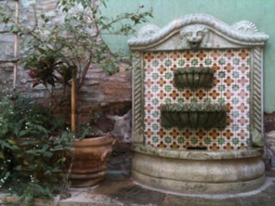Hotel Antiguo Vapor: Authentic local talavera in the internal courtyard